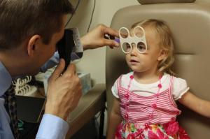 iM UtahVisionDevelopmentCenter 8 7 2015 Dr-Patient-Interaction